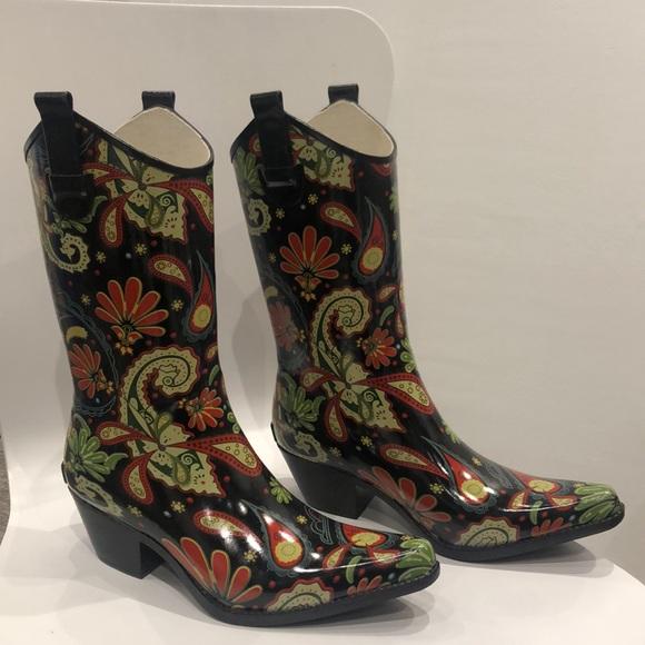 a3155990fe4 NWOT Corkys western style paisley rain boots 10